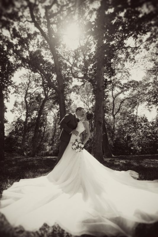 The PERFECT Bride and Groom Picture - THIS is a picture you want hanging in your house.